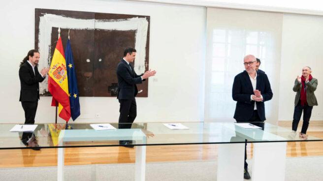 Iglesias y Sánchez con los líderes de CCOO (Unai Sordo) y UGT (José María Álvarez) en La Moncloa.